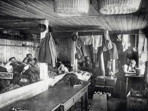 Schlafraum der 1906er Hütte anno dazumal